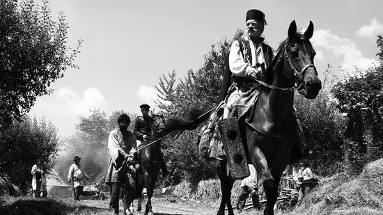罗马尼亚影后卢米妮塔乔吉乌在《追拿吉普赛!》搞笑诠释农妇