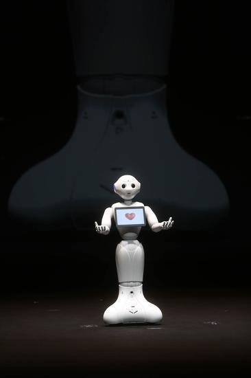 马云:30年内机器人产业会飞跃发展