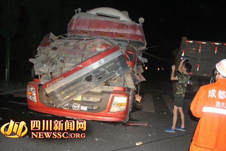 罐车车头撞上电缆钢绳