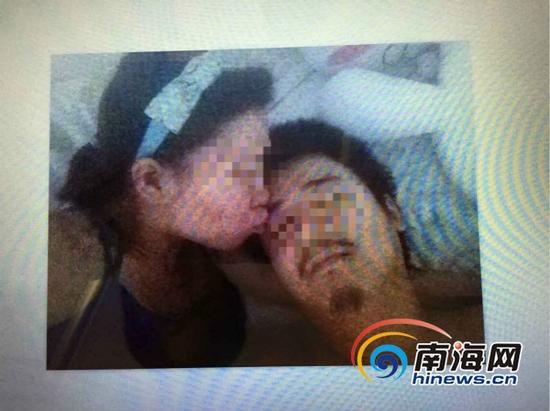 刘某和崔某的亲密照片(南海网记者组翻拍)