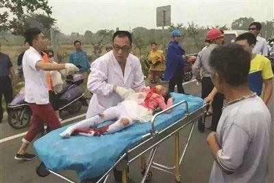女孩遭遇车祸一度生命垂危。