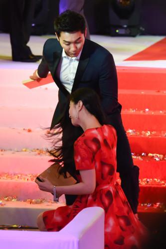 新浪娱乐讯 18日,第18届上海国际电影节,范冰冰李晨合体出席某活动捞金,两人没有一起走红毯而是分开走的,尽管如此,还是吸引了现场众人的目光。图库供稿