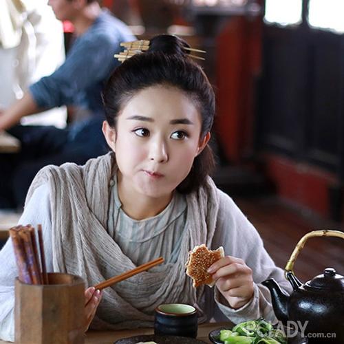 依然有一部分包子脸的女明星们受到大家的喜欢,赵丽颖就是其中的一个例子。