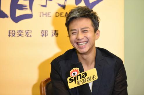"""新浪娱乐讯 6月19日上海电影节,《烈日灼心》演员邓超对话新浪,否认""""出轨""""传言,称不知什么人或团队在做这样的事(散布""""出轨""""说法),但不会放弃追究。 王远宏/图"""