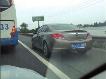 成乐高速66辆车走应急道