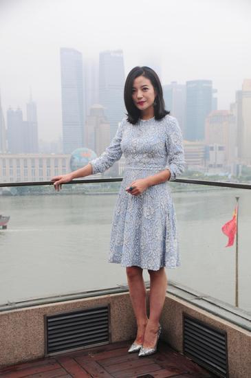 赵薇穿蕾丝短裙