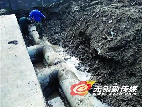 ▲新建排水管道不断换粗,但在某些路段仍不堪重负。