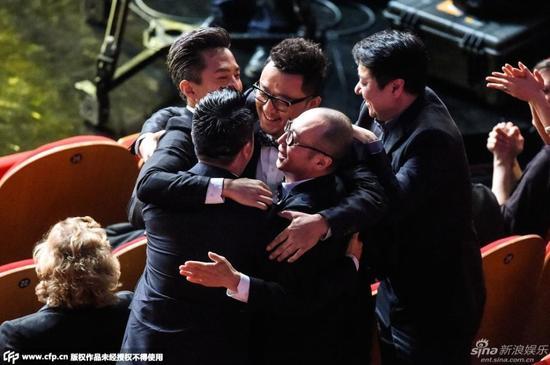 邓超、段奕宏、郭涛获金爵影帝激动抱团