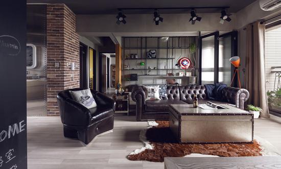 黑色菱格沙发搭配粗犷置物架