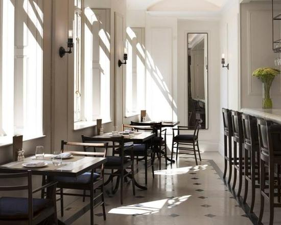 burberry-Thomass_cafe_5-800x640