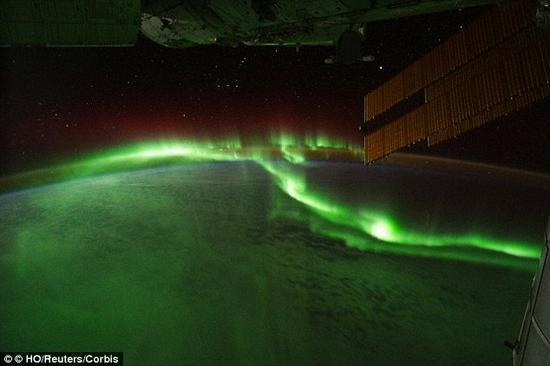 减弱的地球磁层意味着一旦发生太阳活动,将出现更加强烈的极光现象
