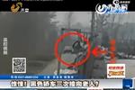 视频:监拍村支书驾车3次撞向老人