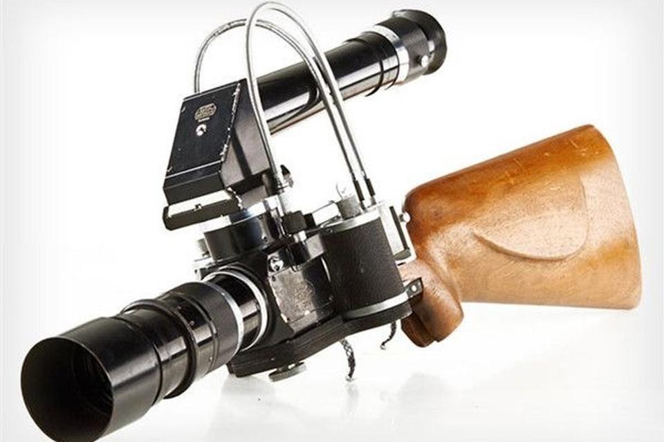 一言不合就开枪 徕卡步枪式相机边射边拍