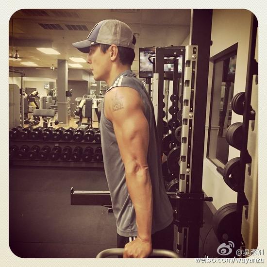 吴彦祖健身肌肉明明