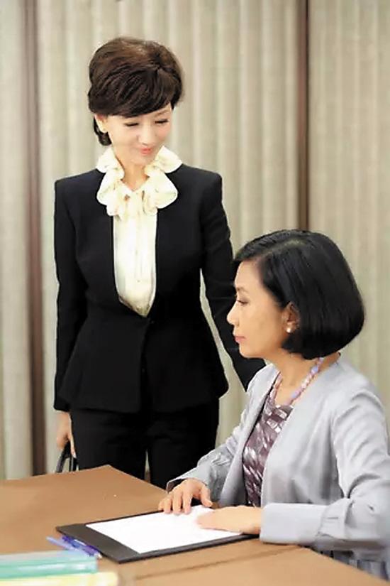 赵雅芝与汪明荃剧中联系杂乱