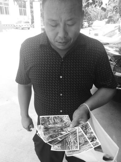 邹奇(化名)向记者展示房产材料