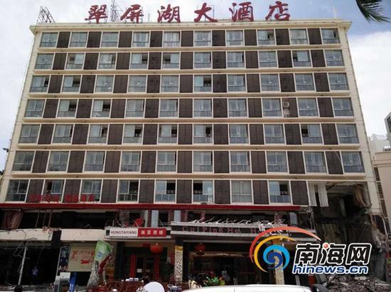 违建酒店被拆除(三亚新闻网记者刘丽萍摄)