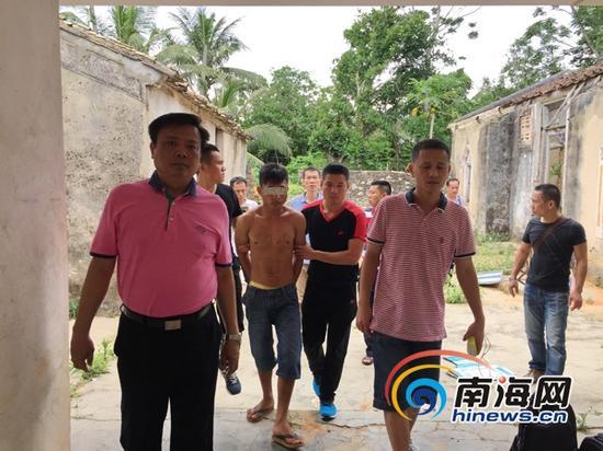 警方现场抓捕的犯罪嫌疑人林某。(通讯员田和新摄)