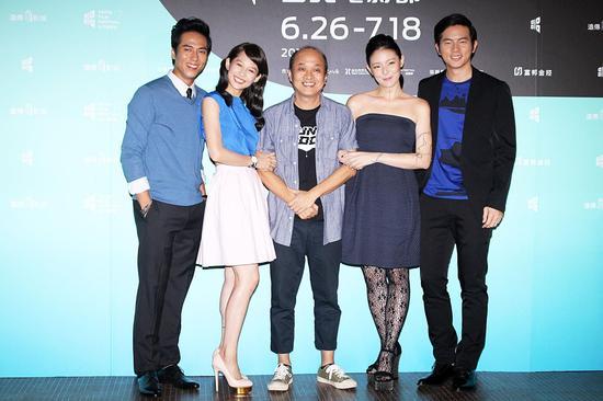 《菜鸟》庄凯勋(左起)、简��书、导演郑文堂、欧阳靖、宥胜