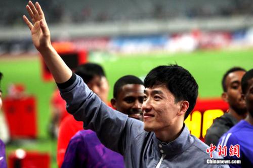 """2015年5月17日晚,2015国际田联钻石联赛—上海站在上海体育场打响,""""中国飞人""""刘翔现身八万人体育场,正式退役告别。"""