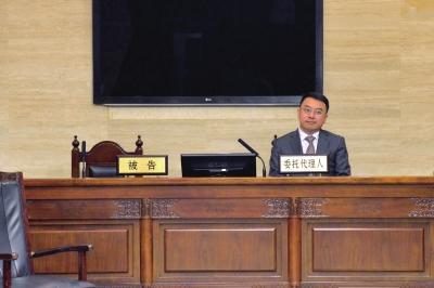 崔永元未到庭,其代理律师出庭。