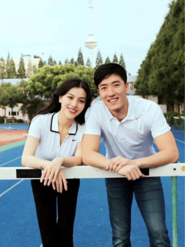 """图为2014年9月9日,刘翔在微博上发布女友照片。并附注说:""""我最爱的它和她。"""
