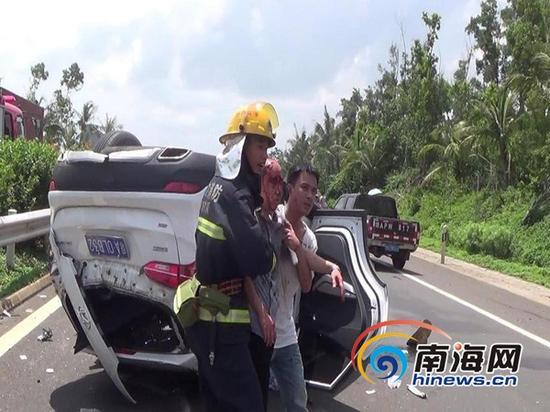 消防官兵成功救出被困人员