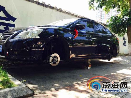 小轿车停在路边过夜,4个车轮被盗。