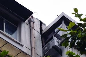 新民村34号楼出现裂缝 现代快报记者 徐洋 摄