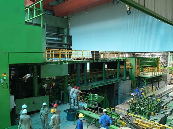拥有世界先进水平的武钢防城港钢铁基地2030冷轧酸轧机组。