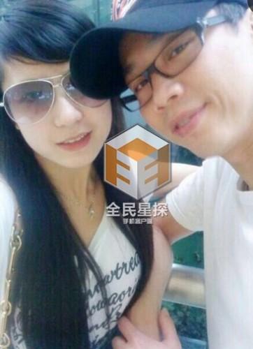 据全能星探报道,2014年陶喆与嫩妻江佩蓉举行了婚礼,然而在2010年,陶喆便与杨子晴相恋。聊天记录显示,陶喆最初传出婚讯时,杨子晴曾就此事询问陶喆。