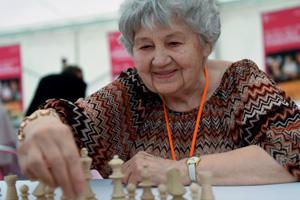棋即人生! 匈牙利87岁少女革新国象吉尼斯记录
