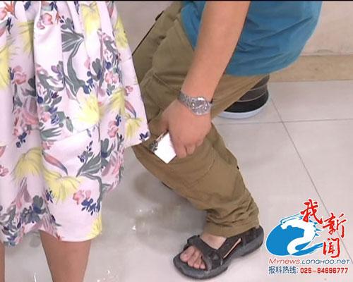 猥琐男偷拍女性裙底