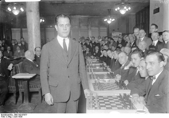 1929年6月,卡帕布兰卡在柏林停止一场同下30局的国象车轮战