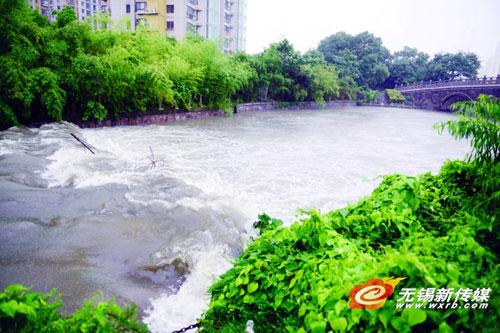 河水水位升高。