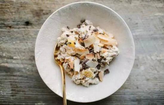 橙香椰枣果蔬片配椰子片及巧克力碎