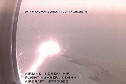 综合资讯 > 正文    中新网6月30日电 据外媒报道,一架飞机在雷暴天气