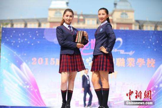 长忠)今后中国中小学生校服将有统一规范.6月30日,中国国家标