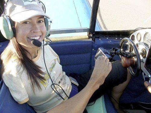 杰西卡于5年前考取了飞行员执照。