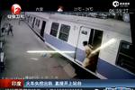 视频:监拍火车失控出轨车厢脱节 乘客惊慌逃窜