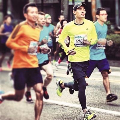 杨�v宁也热中赛马拉松
