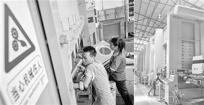 左图:佛山盈特集团有限公司传统冲压车间工人在高温下作业。每台这种传统冲床需要4名工人操作。    右图:该公司完成自动化改造的连续机械手冲床生产线上,六台大型冲床只需两名工人管理。 记者 刘大伟 摄