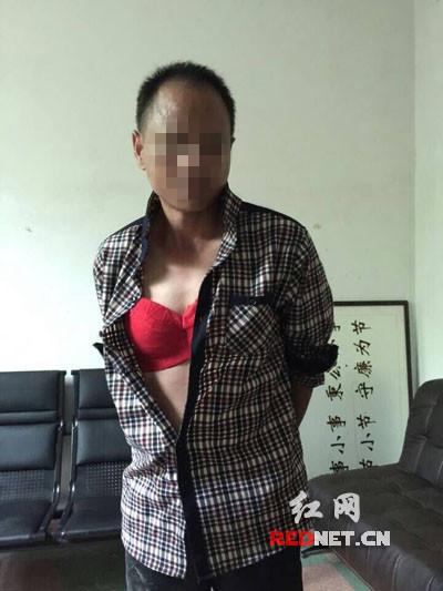 6月30日,怀化警方抓获一盗车窃贼蒲某泽,行窃时身着前妻胸罩。