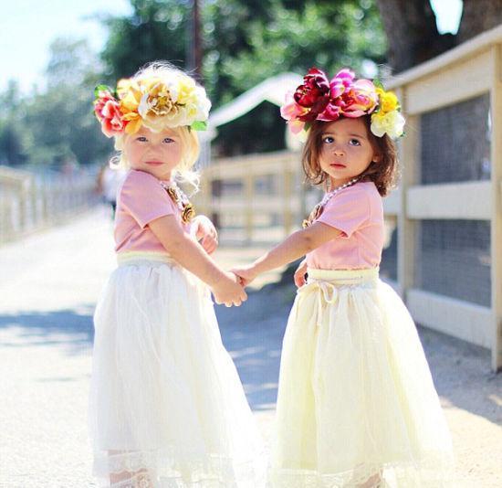 两个小萝莉走红社交网站,赢得粉丝无数。(网页截图)