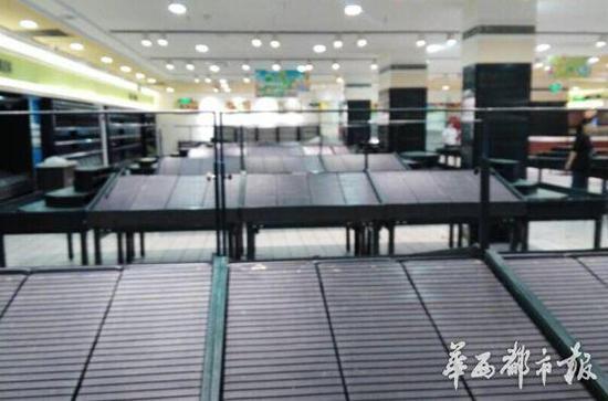 北京华联达州店内货架空无一物
