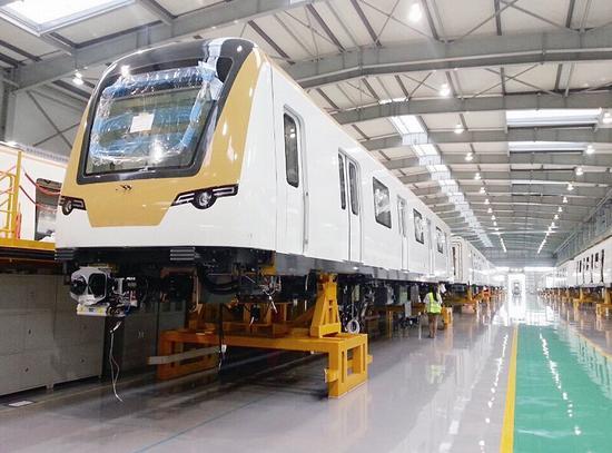 武汉北车长客轨道装备有限公司,一列即将下线的列车正在轨道进行测试.