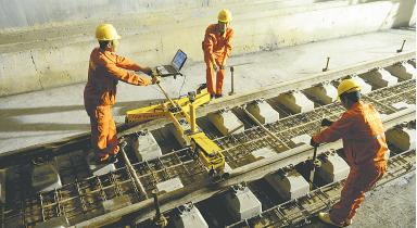 昨日,郑州至机场(新郑机场)城际铁路地下车站工程全面完成无砟轨道施工