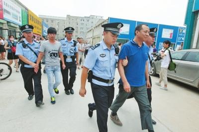 因市场消防检查不合格,郑州一家批发市场两名责任人被拘留。