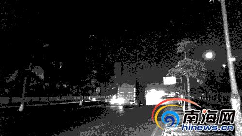 椰海大道部分路段无路灯。