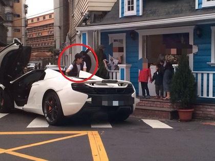 林志颖接儿子下学停车违章